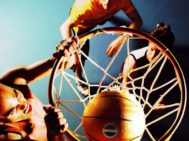 包仆篮球加盟