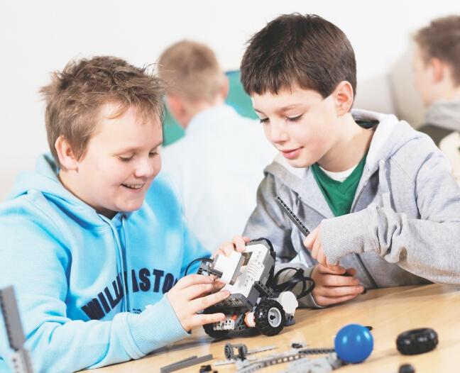 雄孩子机器人教育加盟